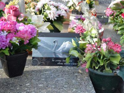 Plaque funéraire en ligne