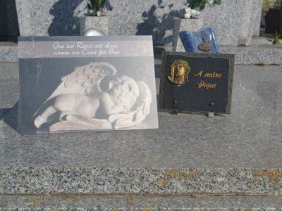 Plaque funéraire papa