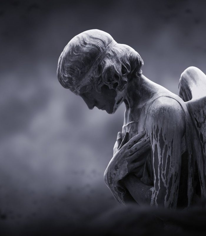 ange statue fond noir