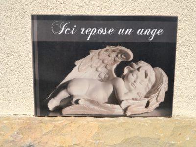 plaque funéraire repose un ange